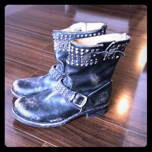 FRYE STUDDED MOTO DISTRESSED RARE 8